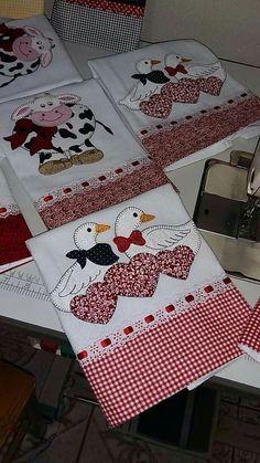 Risultati immagini per seminole patchwork passo a passo Applique Towels, Applique Patterns, Applique Designs, Quilt Patterns, Embroidery Designs, Sewing Patterns, Sewing Crafts, Sewing Projects, Diy Y Manualidades