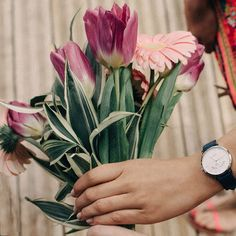 Mardi Fleuri ! 🌺 #verymojo #montres #watches #flower #flowerpower #whatever #pink #girls ► www.verymojo.com ◄