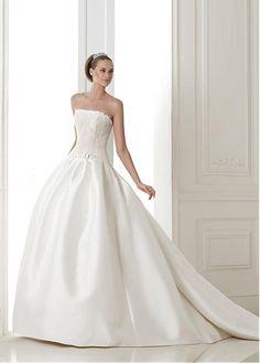 GORGEOUS SATIN A-LINE STRAPLESS NECKLINE NATURAL WAISTLINE WEDDING DRESS IVORY WHITE LACE BRIDAL GOWN HANDMADE CUSTOM