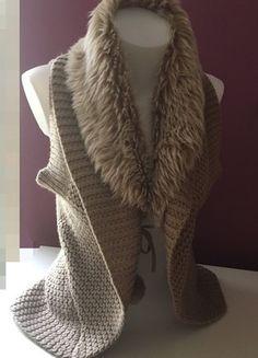 À vendre sur #vintedfrance ! http://www.vinted.fr/mode-femmes/autres-manteaux-and-vestes/56442469-gilet-sans-manches-avec-fourrure