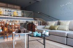 #mercadoloftstore #mls #umseisum #store #decor #architecture #engenharia#construção #decoração #design #imobiliária #project @pontilinha  #mood #light #sofa #table #sidetable #ceramic #ceramica #shape #geometry #stairs #vidro #glass #wood #madeira #beauty