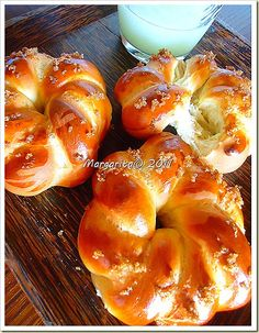 Greek Sweets, Greek Desserts, Greek Recipes, Greek Easter Bread, Greek Bread, Fun Baking Recipes, Easter Recipes, Cooking Recipes, Greek Appetizers