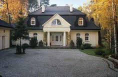 Malownicze domy jak z przeszłości. Lubisz styl dworkowy?