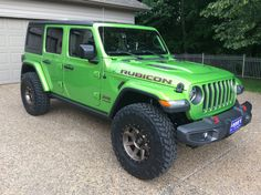 I am currently saving to purchase a JLU Rubicon. I would like to see how a Rubicon looks on with nno lift. Chevy Trucks Older, Old Ford Trucks, Old Pickup Trucks, Lifted Chevy Trucks, Jeep Pickup, Jeep Truck, Truck Camper, Lime Green Jeep, Blue Jeep