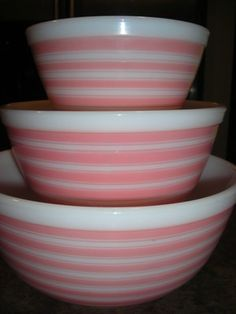 RARE Vintage Pyrex Complete Set of 3 Pink Rainbow Stripe Nesting Mixing Bowls (need 402 and 403 - Have Vintage Bowls, Vintage Kitchenware, Vintage Dishes, Vintage Glassware, Vintage Recipes, Pyrex Mixing Bowls, Pyrex Bowls, Rare Pyrex, Rare Vintage Pyrex