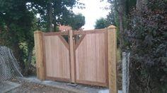 Portail chêne par allan - Portail et poteaux chene  Le portail est en chêne clair et brun assemblage tenon mortaise, ouverture 2500  et il a une hauteur 1800