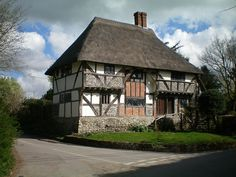 The Yeoman's House is a superb example of a single bay Wealden hall house & can be regarded as perhaps the best preserved of its type remaining in England, dating from 1420. The walls are timber framed under a thatched roof topped by a chimney to one side. Either side of the centre section at the front, the upper floor is jettied & has timber spandrels in front of the recess. The brick infilling here is from the Tudor period when alterations were made to the hall.