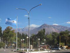 El Ejército de los Andes pasó por acá para liberar a Chile en el 1817, hoy el pueblo lucha contra la minería y defiende sus montañas.  Uspalalta, 2.500 metros de altura adentro de la Precordillera. La Argentina que toca el cielo!