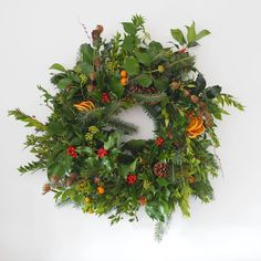 The Traditional – Pamplemousse Fresh Wreath, How To Make Wreaths, Christmas Inspiration, Christmas Traditions, All Things Christmas, Pine Cones, Christmas Wreaths, Seasons, Traditional