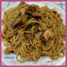 Spagetti sauce with shrimp