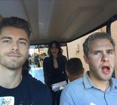 Agents of Shield season 3 behind the scenes lincoln, fitz and daisy / skye funny Agents Of Shield Seasons, Marvels Agents Of Shield, Series Da Marvel, Lincoln Campbell, Shield Cast, Agents Of S.h.i.e.l.d, Luke Mitchell, Iain De Caestecker, Agent Carter