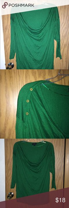 Kelly green lightweight sweater This sweater has been worn but in great condition! Three quarters sleeve, low scoop neck, and roll hem on bottom. It's a lightweight fitted sweater in a beautiful color! I need more storage space so things gotta go! Worthington Sweaters Crew & Scoop Necks