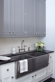 like the look of the white cabinets below