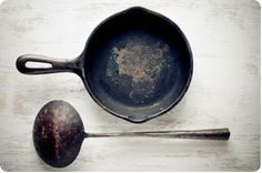 instructions for restoring old, rusty cast iron... perfect timing! just found a pile of old pans in the garage last Thursday!