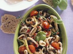 Tintenfischsalat ist ein Rezept mit frischen Zutaten aus der Kategorie Tintenfisch. Probieren Sie dieses und weitere Rezepte von EAT SMARTER!
