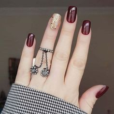 10 Looks For Prom Nails That You Should Be Trying Prom is approaching and there are ten looks for prom nails that you should be trying. Your hair, makeup, and nails are essential to your entire prom look. Nail Art Designs, Square Nail Designs, Nails Design, Elegant Nails, Stylish Nails, Burgundy Nails, Red Nails, Burgundy Wine, Short Square Nails
