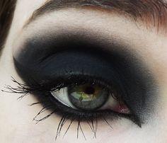 my pretty zombie Eyeshadow_Coffin Medium Scene Hair, Curly Scene Hair, Short Scene Hair, Indie Scene Hair, Scene Bangs, Goth Makeup, Sexy Makeup, Dark Makeup, Kiss Makeup