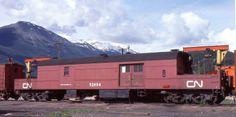 CN 52494 Jasper road repair car, 1977.Ebay scan. Canadian National Railway, Canadian Pacific Railway, Train Room, Train Car, Ho Scale Buildings, Hut House, Work Train, Burlington Northern, Old Trains
