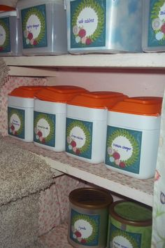 Use old formula containers to help you organize or to sort math manipulatives. too bad i just threw all mine away. Reuse Formula Containers, Baby Food Containers, Recycling Containers, Plastic Containers, Upcycled Crafts, Diy Crafts, Recycled Toys, Recycled Bottles, Baby Food Jar Crafts