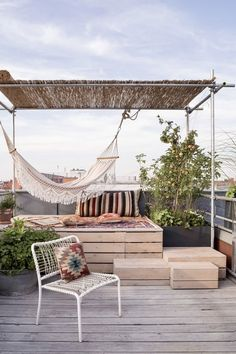 "the word of Architect Ester Bruzkus for her ""Garden of Eden"" Rooftop Terrace in Berlin Rooftop Terrace Design, Rooftop Patio, Terrace Garden, Rooftop Gardens, Terraced House, Home Garden Design, Deck Design, Balcony Design, Design Design"