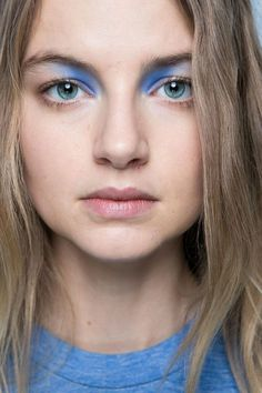 13 Must-See Beauty Trends from Milan Fashion Week Spring 2016 | Blue shadow in…