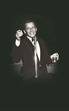 Frank Sinatra enjoys a toast with his audience. Dean Martin, Franck Sinatra, Joey Bishop, Sammy Davis Jr, Music Happy, Cool Lyrics, Best Supporting Actor, King Of Kings, Junior