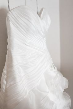 Strapless Wedding dress with ruffles -   Lindsey and Dave's Regatta Place Wedding | The Newport Bride