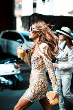 Anna Dello Russo con el famoso zumo verde de las celebrities. ¿Quieres conocer la receta? ->> http://www.dorsia.es/es/lifestyle/el-zumo-verde-de-las-famosas