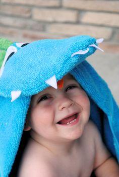 Dinosaur hooded towel forbaby tutorial