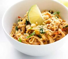 The Easy Chicken Pad Thai Recipe . - The best chicken pad in America! Because I imagine that in Thailand they have to make some pretty g - Easy Thai Recipes, Healthy Recipes For Diabetics, Easy Chinese Recipes, Healthy Gluten Free Recipes, Healthy Pasta Recipes, Veggie Recipes, Asian Recipes, Vegetarian Recipes, Cooking Recipes