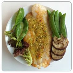 Lower-carb can be satisfying... 100g of dory fillet has 14g protein and 3g fat. Fry on a hot non-stick pan until lightly browned and serve with garlic and herb infused lemon-butter sauce. Eat with fresh greens, steamed snap peas and grilled aubergine slices. #awesome #cook #cooking #delicious #dinner #food #foodie #foodporn #kitchen #recipe #taste