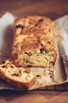 Cake courgette, chèvre et tomates séchées – Crokmou