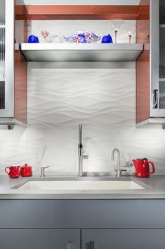 Textured Tiles These large wavy tiles keep this kitchen backsplash clean and bright without sacrificing style. Kitchen Wall Tiles, Modern Kitchen Cabinets, Kitchen Flooring, Kitchen Furniture, Kitchen Interior, Contemporary Kitchen Backsplash, Backsplash Tile, Kitchen Paint, Kitchen Decor