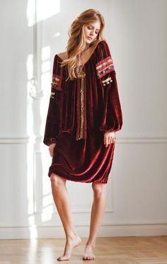 Veronica Pascu - Rochie Valentina Vidrascu, pret la cerere ... Ethnic Fashion, Veronica, Feminine, Bohemian, Models, Traditional, Studio, How To Make, Life