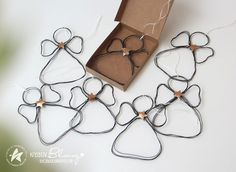 Vorschule Basteln – Rebel Without Applause Easy Christmas Crafts, Christmas Gift Tags, Christmas Printables, Christmas Angels, Simple Christmas, Xmas, Christmas Ornaments, Snowman Ornaments, Wire Crafts