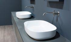 ¡Mira qué bonitos lavabos sobre encimera! Bathroom Lighting, Toilet, Vanity, Mirror, Bathroom Vanities, Bathrooms, Furniture, Home Decor, Google