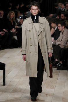 Burberry Fall 2016 Menswear Fashion Show - Fashion Trends 2020 Modadiaria 每日时尚趋势 2020 时尚 Indian Men Fashion, Men Fashion Show, Mens Fashion, Fashion Menswear, Fashion Fall, Fashion Trends, Fall Winter 2016, Summer 2015, Couture