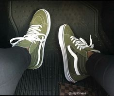 🍃 Vans Hi 🍃 🇩🇪 die angesagtesten Sneaker 🔥 Link in der Bio 🌍 check out the popular sneakers 😍 tap link in bio Sock Shoes, Cute Shoes, Vans Shoes, Me Too Shoes, Shoe Boots, Shoes Sneakers, Sneakers Fashion, Shoes Sandals, Sneakers Mode