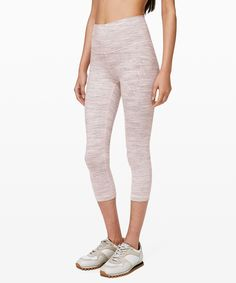 Wunder Under Crop (High-Rise) Luxtreme - These versatile, high-rise crops were designed to fit like a second skin—perfect for yoga or the gym. Best Leggings, Women's Leggings, Yoga Fashion, Yoga Wear, Seamless Leggings, Running Women, Cropped Pants, Workouts, How To Wear