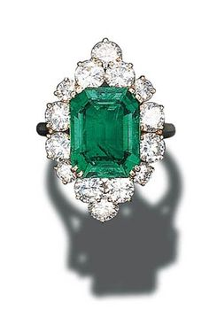 A FINE EMERALD AND DIAMOND CLUSTER RING, BY CARTIER