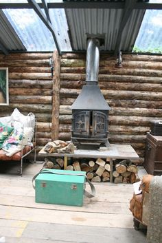 5 Celebrities Awesome Cabin In The Woods - Modern Survival Living Log Cabin Living, Log Cabin Homes, Foster House, Cottage Porch, Hunting Cabin, Getaway Cabins, Tiny House Cabin, Backyard Sheds, Little Cabin