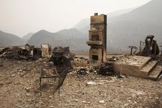 The remains of a home burnt by the Chelan Complex Fire are seen in Chelan, Washington, August 17, 2015. The U.S. Army mobilized soldiers on Monday to reinforce civilian fire fighters stretched thin by dozens of major wildfires roaring largely unchecked across the West, with more than 100 homes reduced to ruins in several states. REUTERS/David Ryder