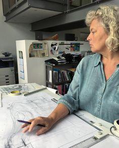 De eerste schetsen van een nieuw ontwerp  #tuin #tuinontwerp #tuinarchitect #beplanting #groen #buiten #tekenen #schetsen #grasveld #ontwerper #architect #design