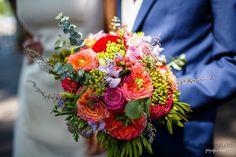 Entdecken Sie 50 wunderschöne Brautsträuße 2017 für Ihre Hochzeit! Kombinieren Sie farbige Blumen zu Ihrem Brautlook Image: 25