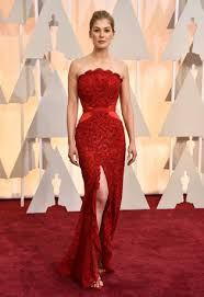 Academy Awards: Oscars 2015 red carpet : Rosamund Pike in Givenchy and Lorraine Schwartz jewellery Rosamund Pike, Beautiful Dresses, Nice Dresses, Formal Dresses, Oscar Dresses, Evening Dresses, Robes D'oscar, Vestidos Oscar, Givenchy