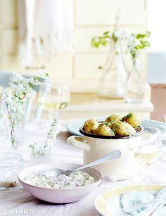 Sillikaviaari   Kotivinkki Summer Vibes, Table Settings, Table Decorations, Food, Home Decor, Drinks, Pretty, Drinking, Decoration Home