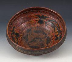 Rosemalt ølbolle med drikkevers innv. og dat. 1787. D: 23,5 cm. Restaurert i bunnen og gml. rep. Prisantydning: ( 2000 - 2500) Solgt for: 1600