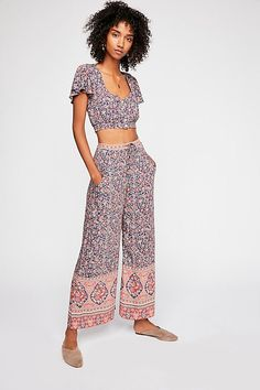 DAY Birger et Mikkelsen Spell And The Gypsy Collective Jasmine Pant Set New Outfits, Cute Outfits, Fashion Outfits, Boho Fashion Over 40, Floral Two Piece, Short People, Holy Chic, Floral Pants, Drawstring Pants