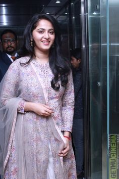 Glamorous Indian Girl Anushka Shetty New Smiling Face Stills Churidar Designs, Kurta Designs Women, Blouse Designs, Anushka Latest Photos, Anushka Photos, Anushka Images, Indian Dresses, Indian Outfits, Anushka Shetty Saree