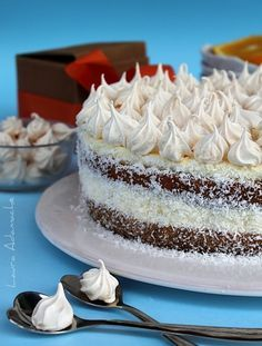 Cake with orange cream and chocolate Alba detail Sweet Recipes, Cake Recipes, Dessert Recipes, Cake Cookies, Cupcakes, Romanian Desserts, Lemon Pudding Cake, Christmas Sweets, Sweet Tarts